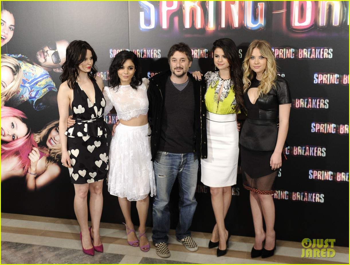 ashley benson rachel korine spring breakers madrid photo call 102816465