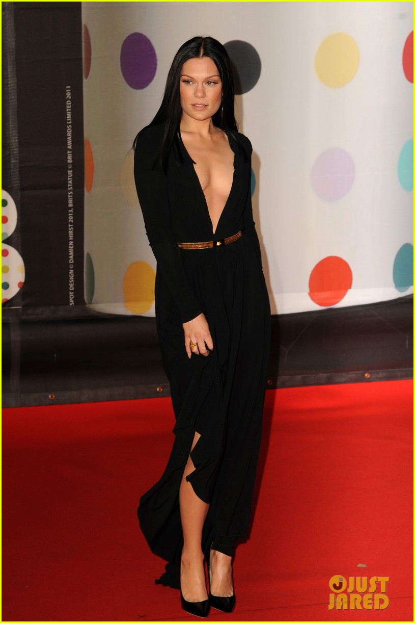 berenice marlohe jessie j brit awards 2013 red carpet 012815953