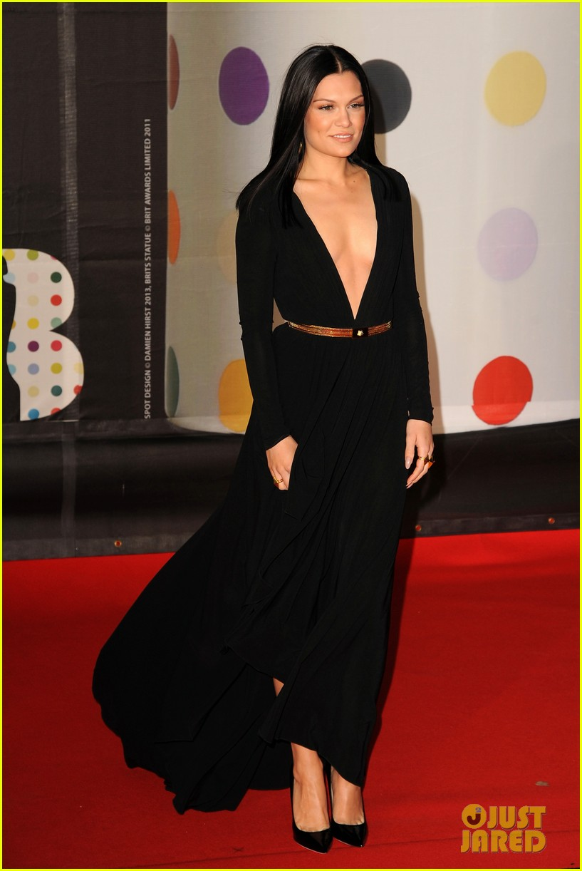 berenice marlohe jessie j brit awards 2013 red carpet 07