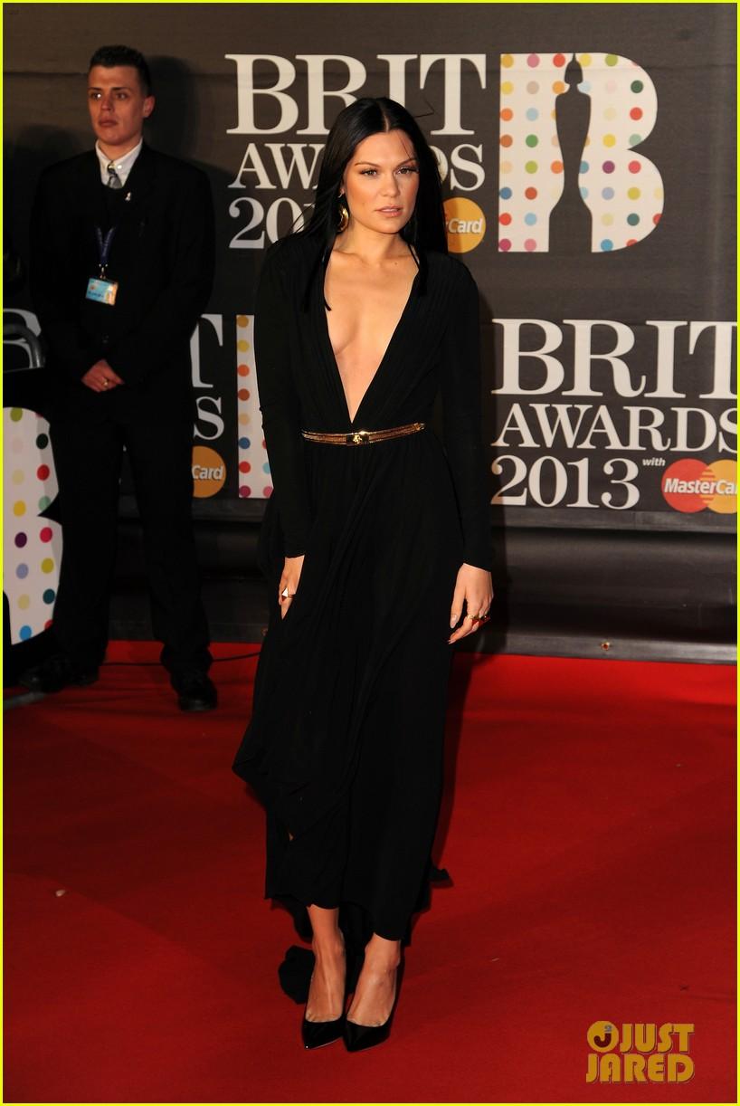 berenice marlohe jessie j brit awards 2013 red carpet 082815960