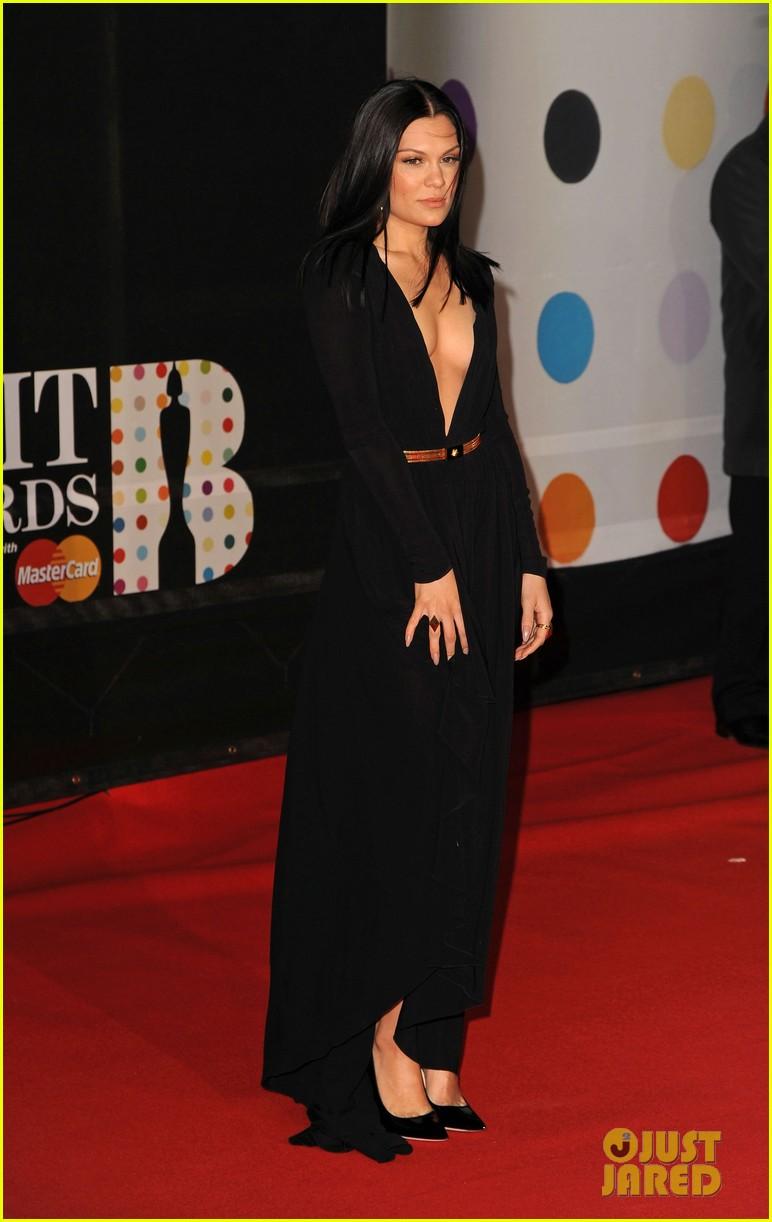 berenice marlohe jessie j brit awards 2013 red carpet 092815961