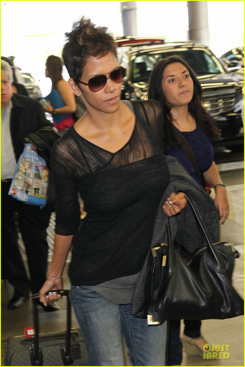 halle berry olivier martinez different airport arrivals 022821467