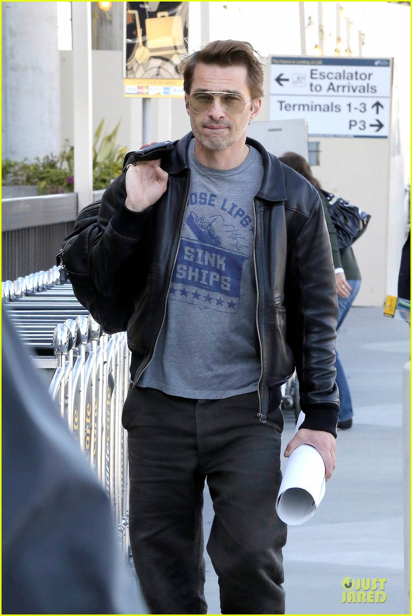 halle berry olivier martinez different airport arrivals 04