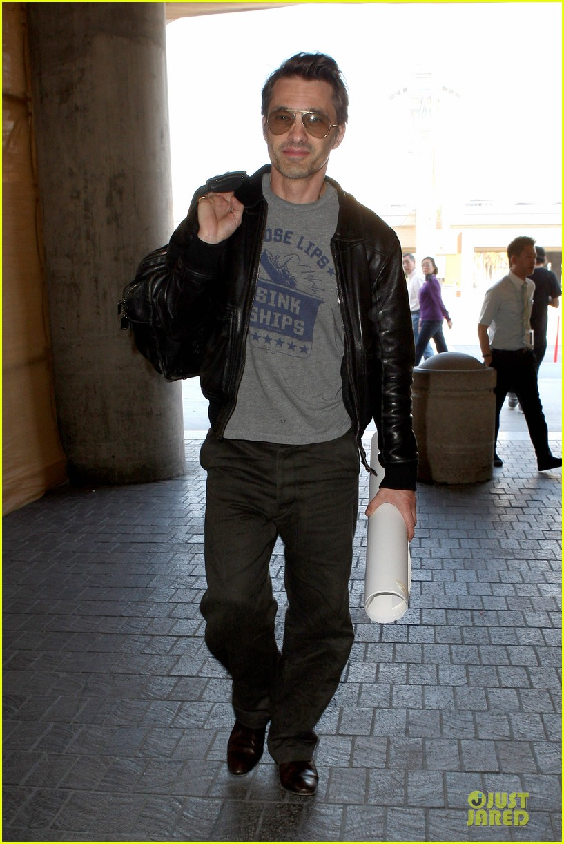 halle berry olivier martinez different airport arrivals 102821475