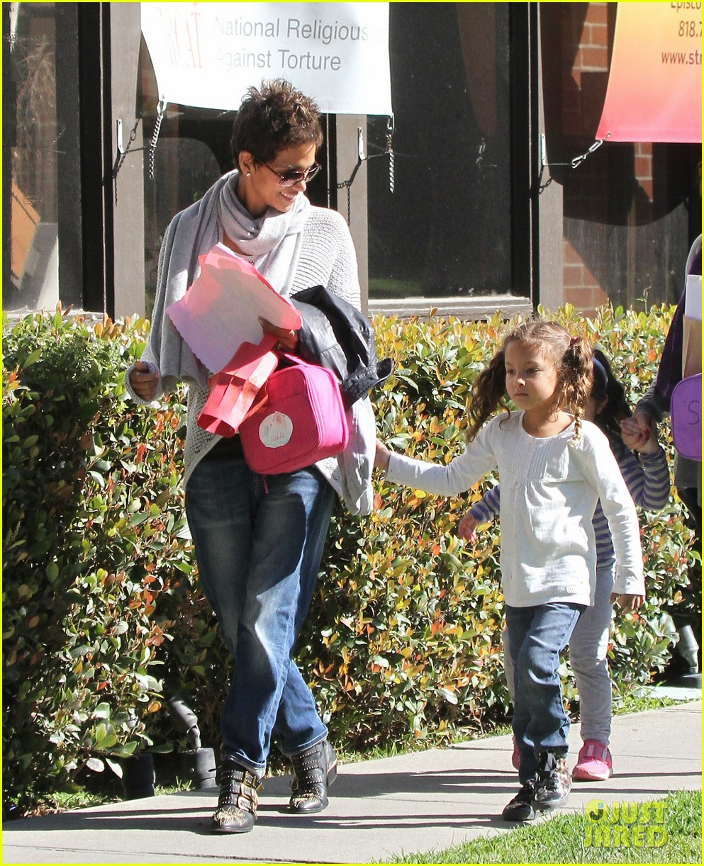 halle berry fit for kids with nahla 012820954