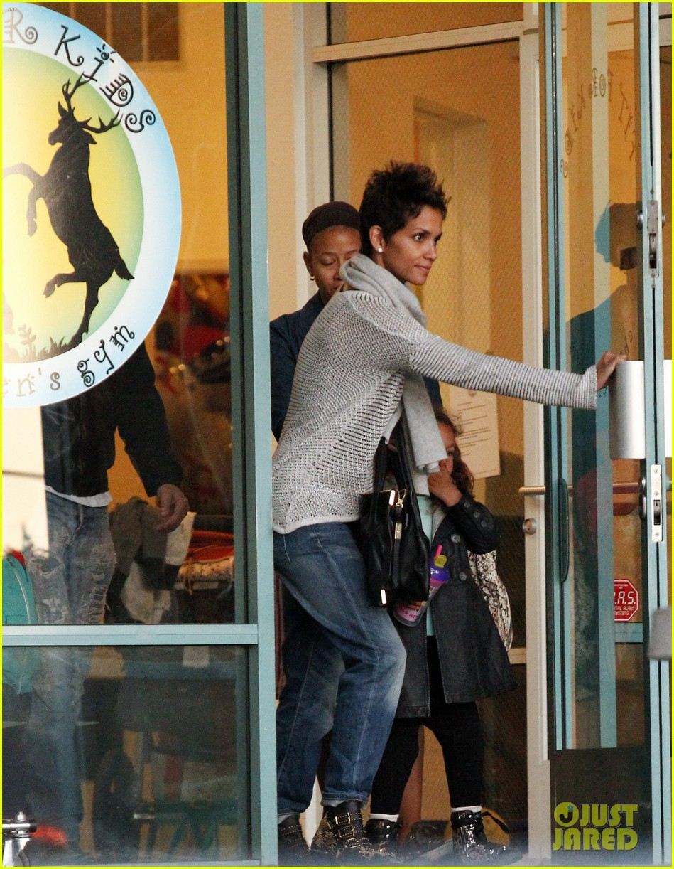 halle berry fit for kids with nahla 04
