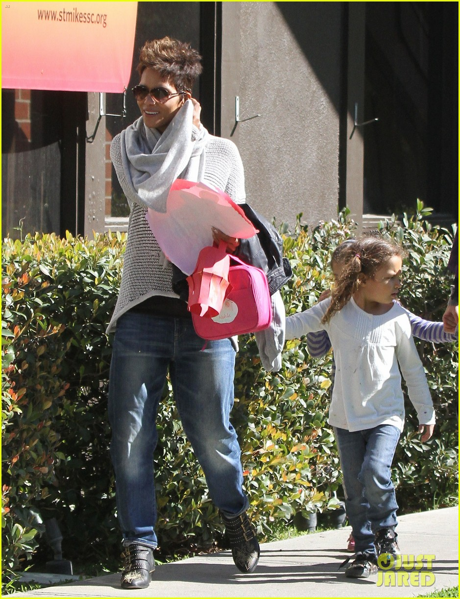 halle berry fit for kids with nahla 102820963