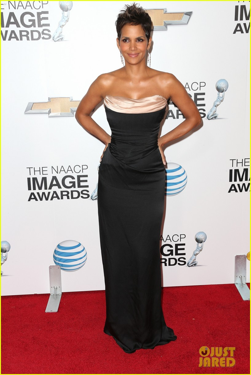 halle berry naacp image awards 2013 red carpet 012802706