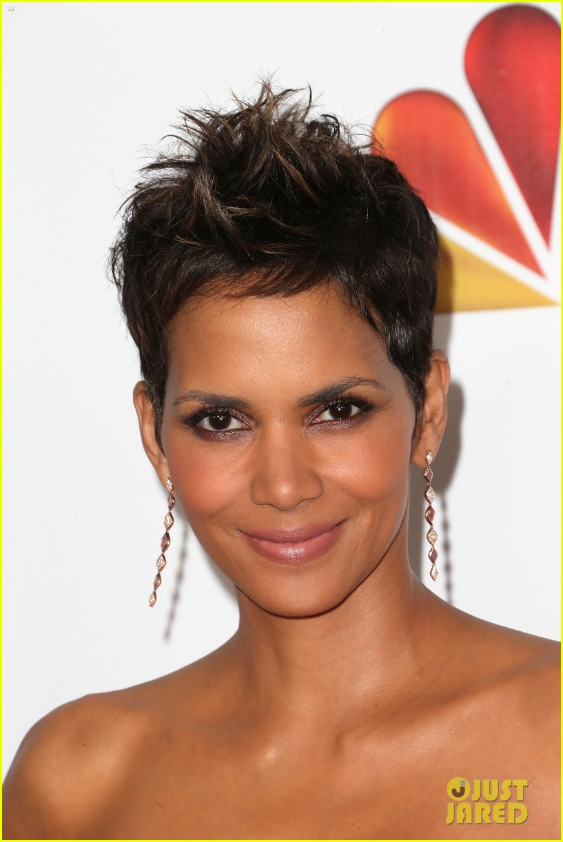 halle berry naacp image awards 2013 red carpet 022802707