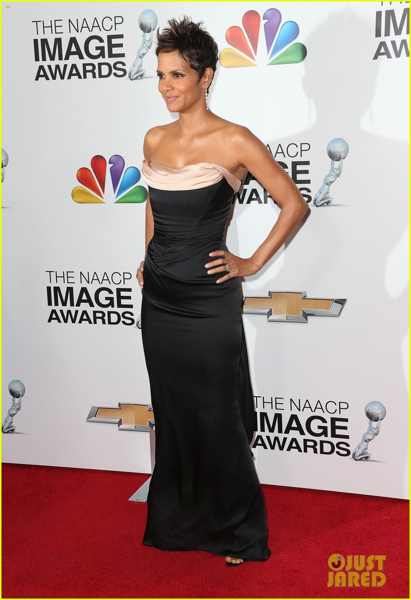 halle berry naacp image awards 2013 red carpet 052802710
