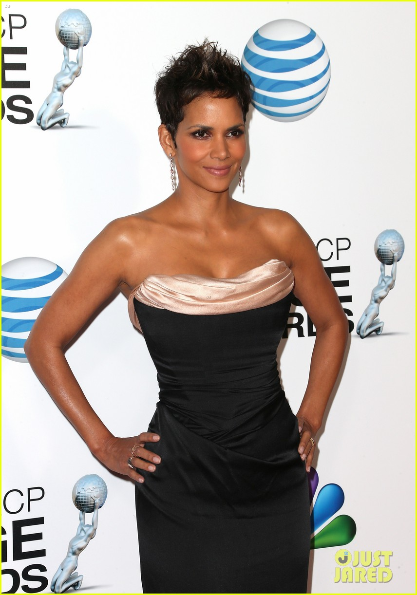 halle berry naacp image awards 2013 red carpet 062802711