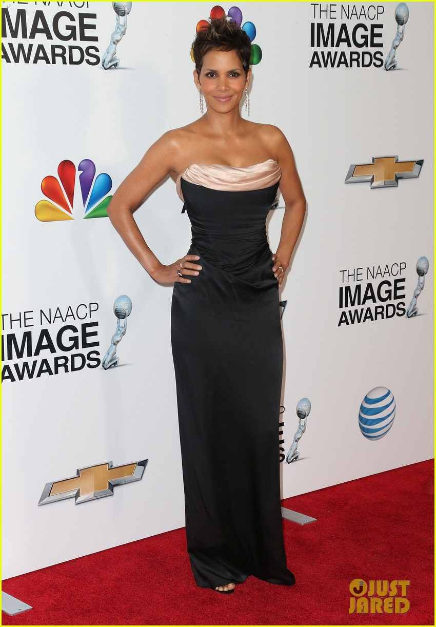 halle berry naacp image awards 2013 red carpet 072802712