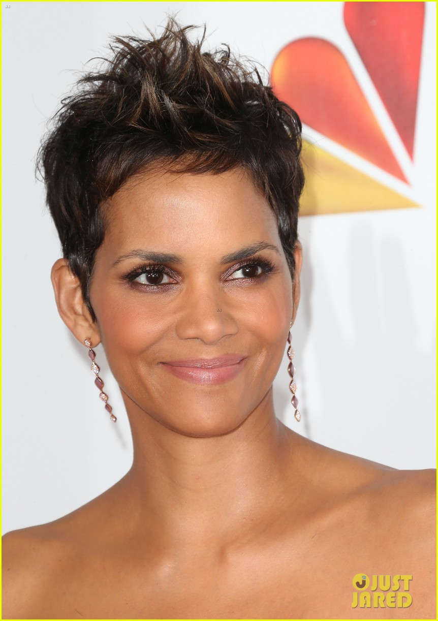 halle berry naacp image awards 2013 red carpet 09