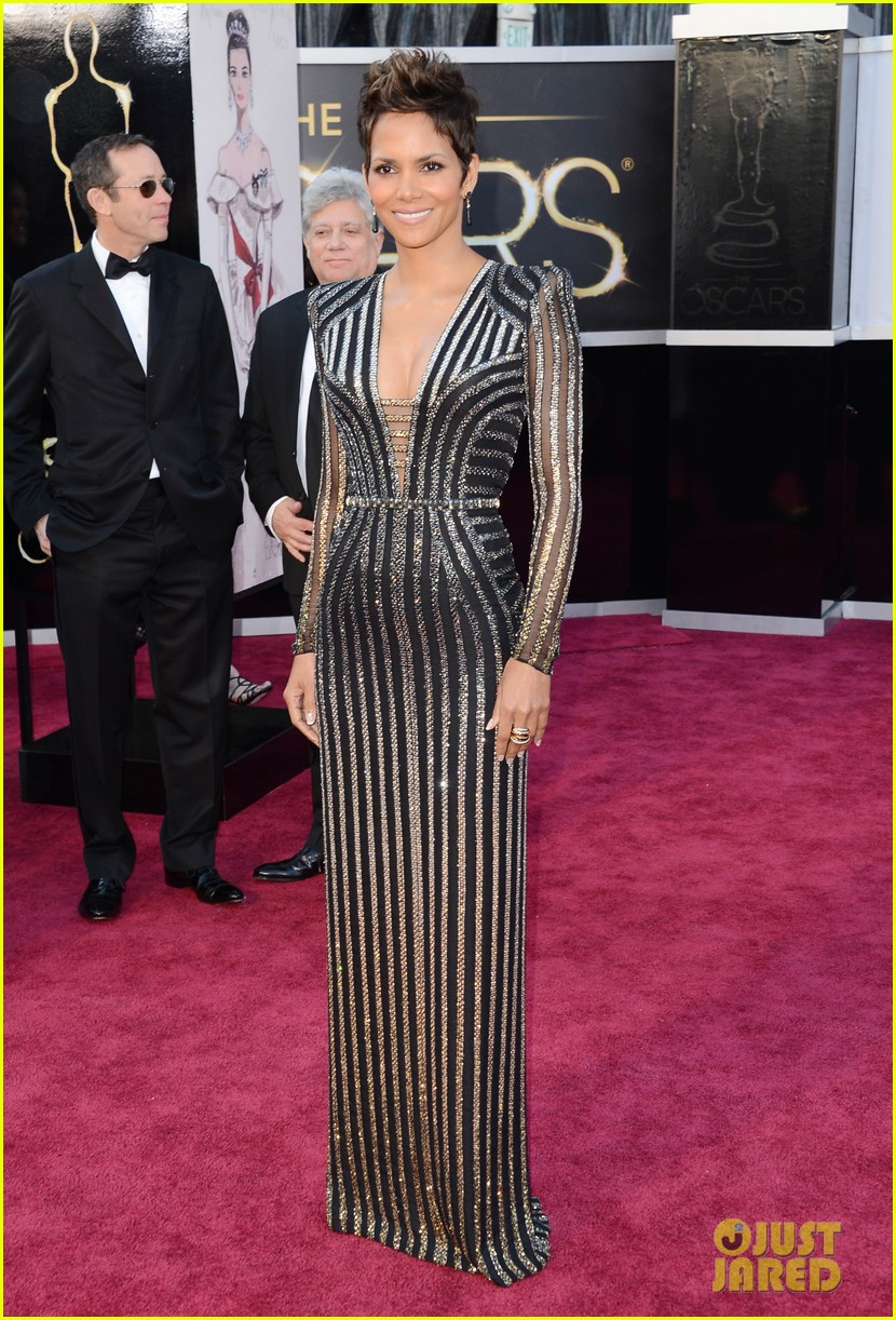 halle berry oscars 2013 red carpet 012819168