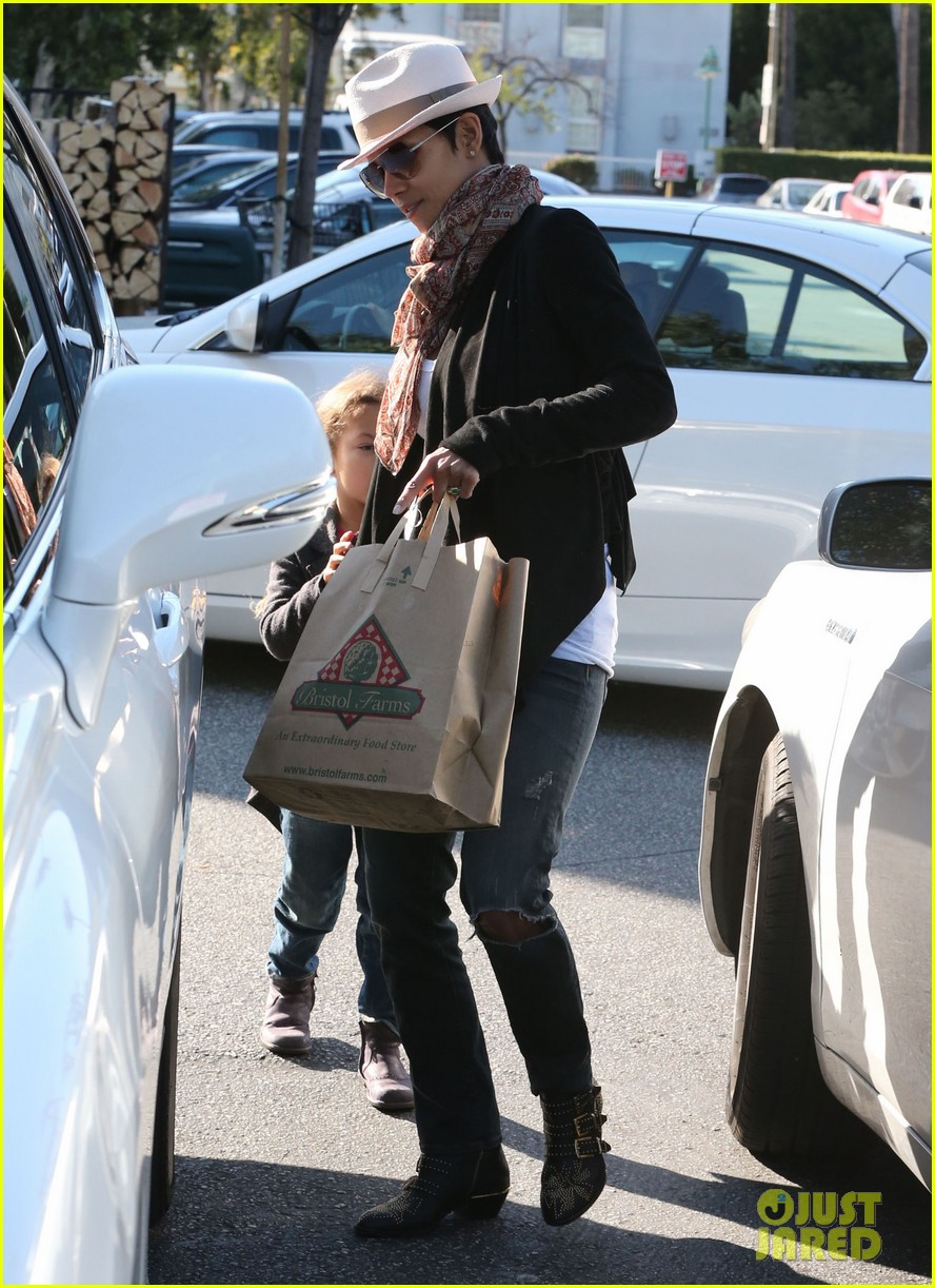 halle berry bristol farms stop with nahla 182811316