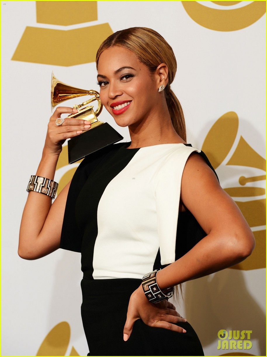 beyonce jay z grammys 2013 winners room photos 06