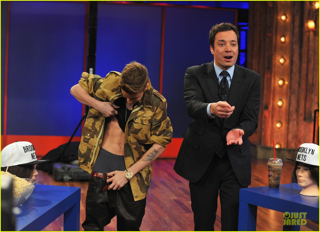 justin bieber abs flashing late night guest 022805564