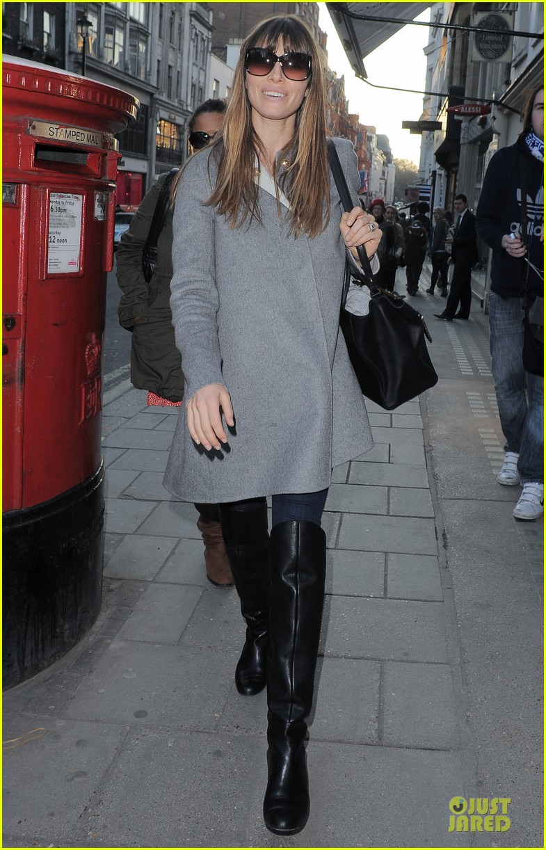 jessica biel misses pet pooch during london fashion week 052815274