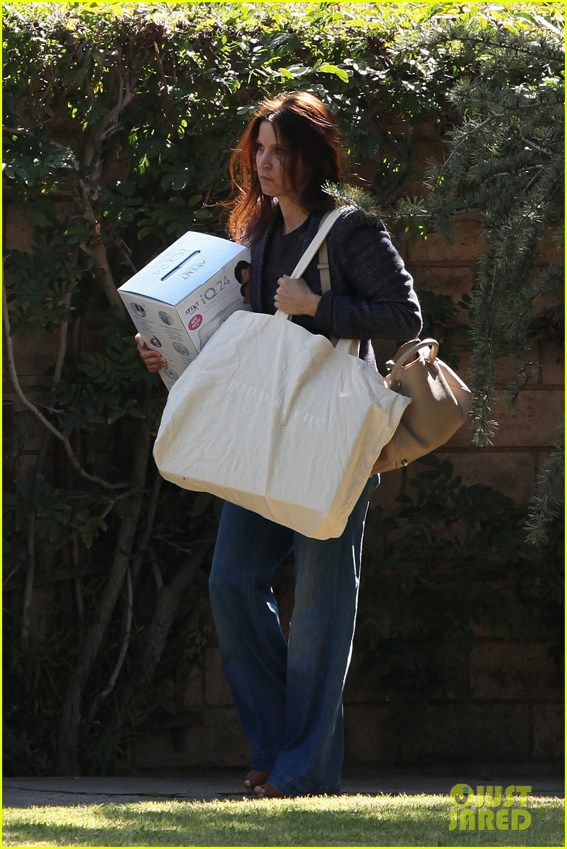 rachel bilson kristen bells baby shower 06