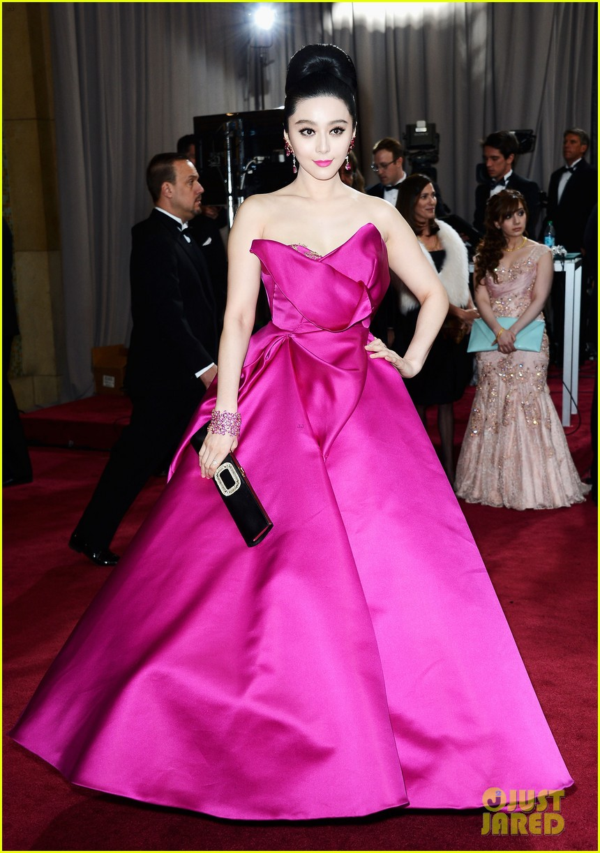 fan bingbing alicia vikander oscars 2013 red carpet 03