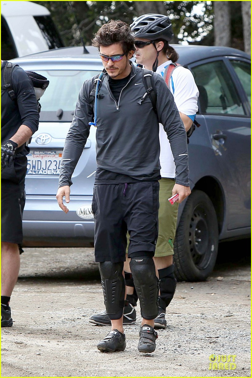orlando bloom safety helmet on atladena bike ride 162803374