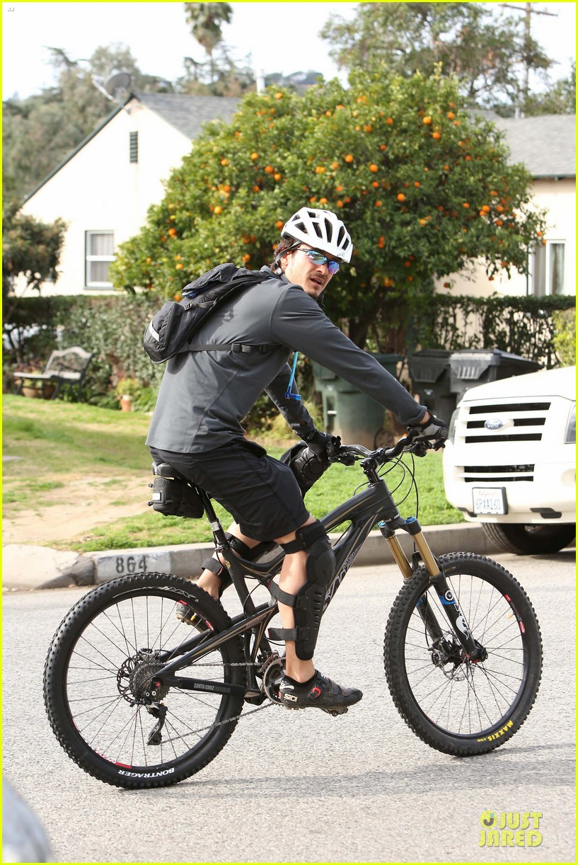 orlando bloom safety helmet on atladena bike ride 182803376