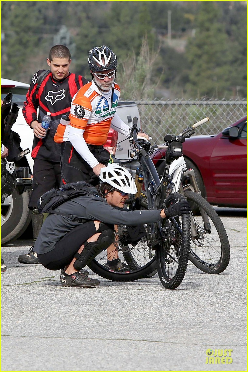 orlando bloom safety helmet on atladena bike ride 222803380