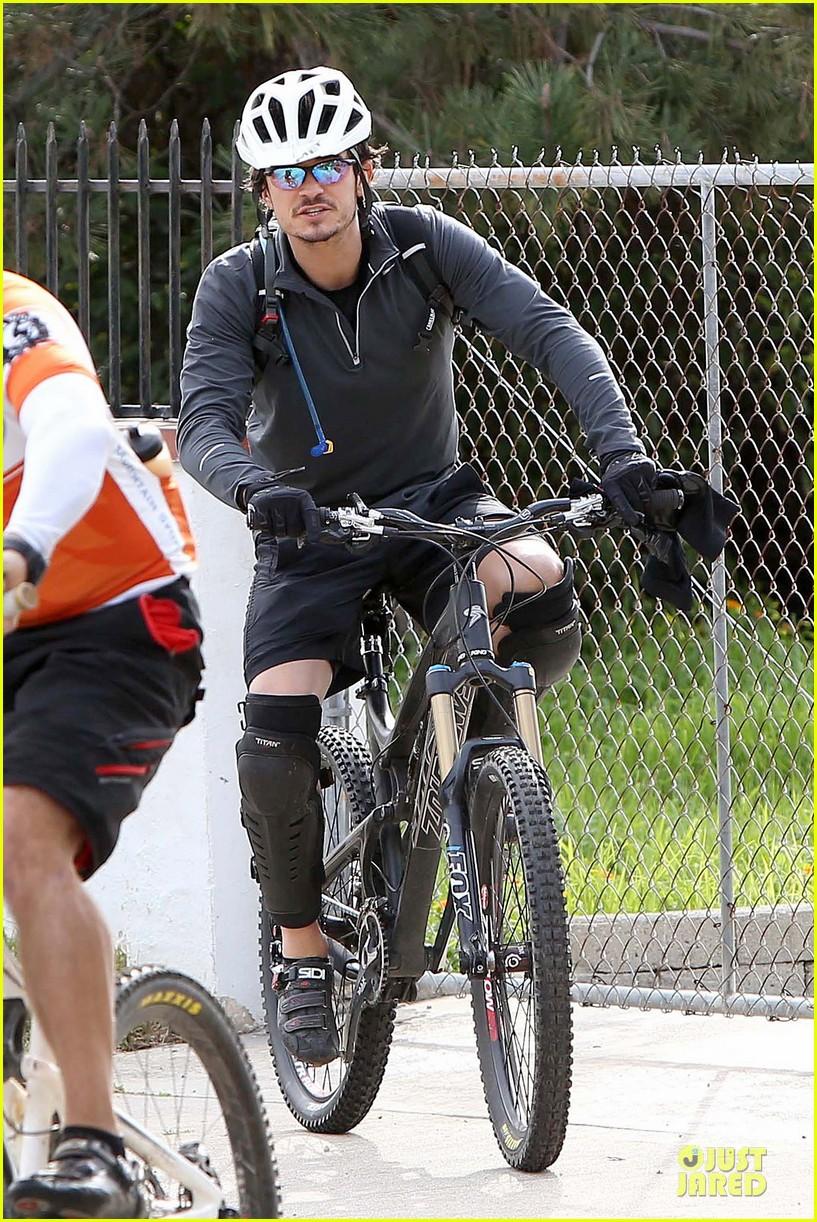 orlando bloom safety helmet on atladena bike ride 232803381