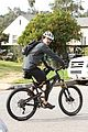 orlando bloom safety helmet on atladena bike ride 18