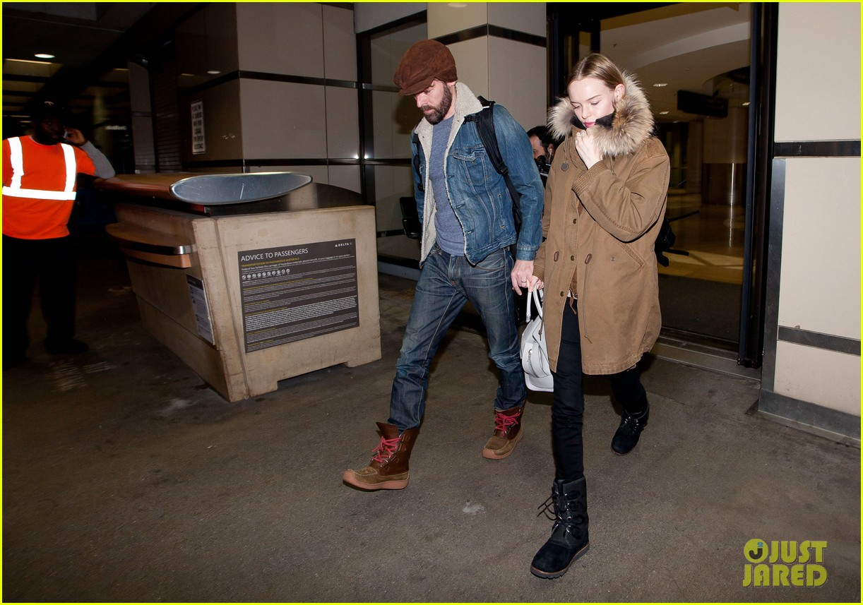 kate bosworth lax arrivial with michael polish 03