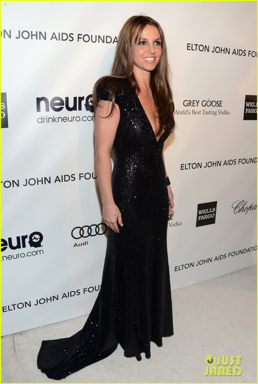 britney spears brown hair at elton john oscars party 2013 012820266