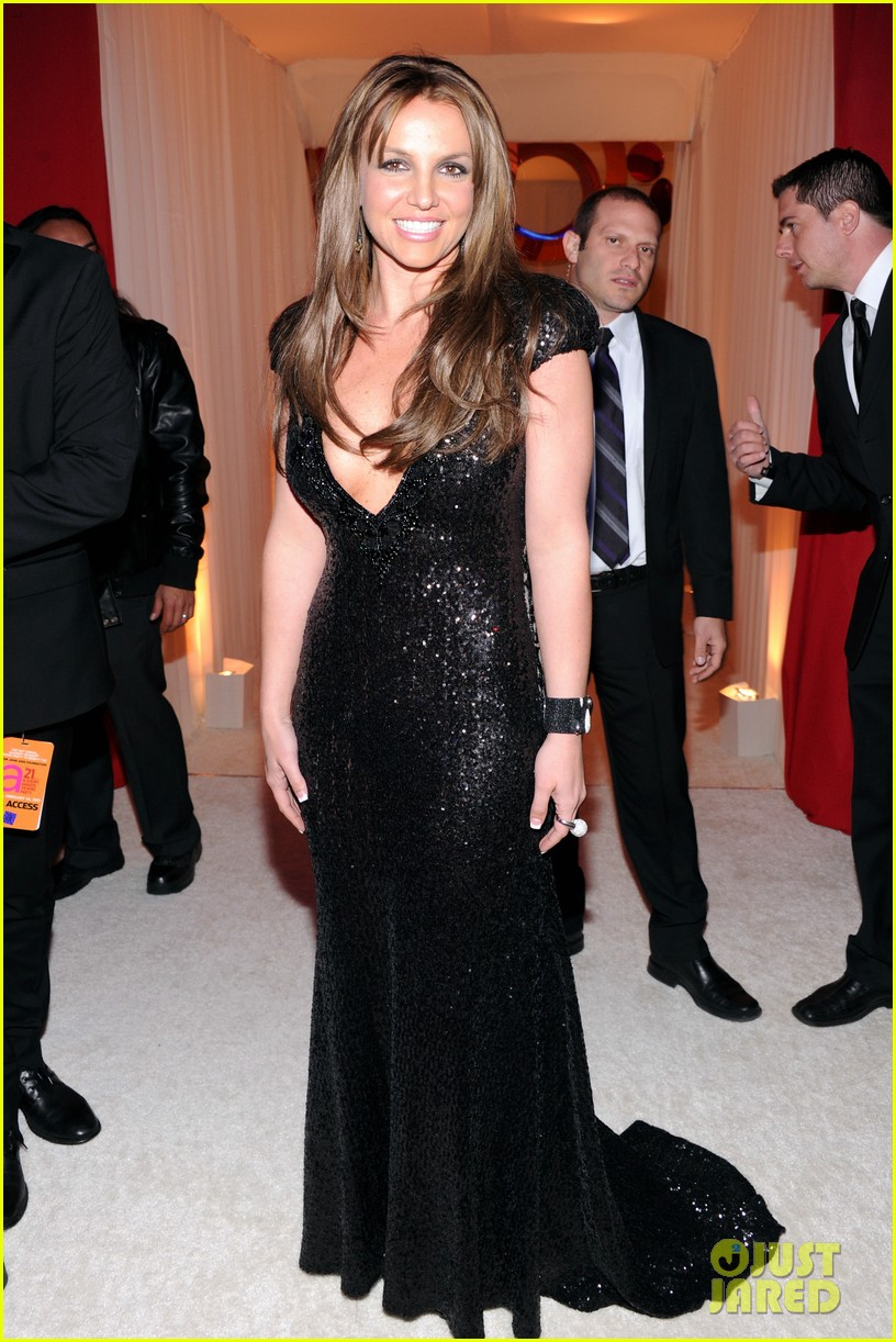 britney spears brown hair at elton john oscars party 2013 03