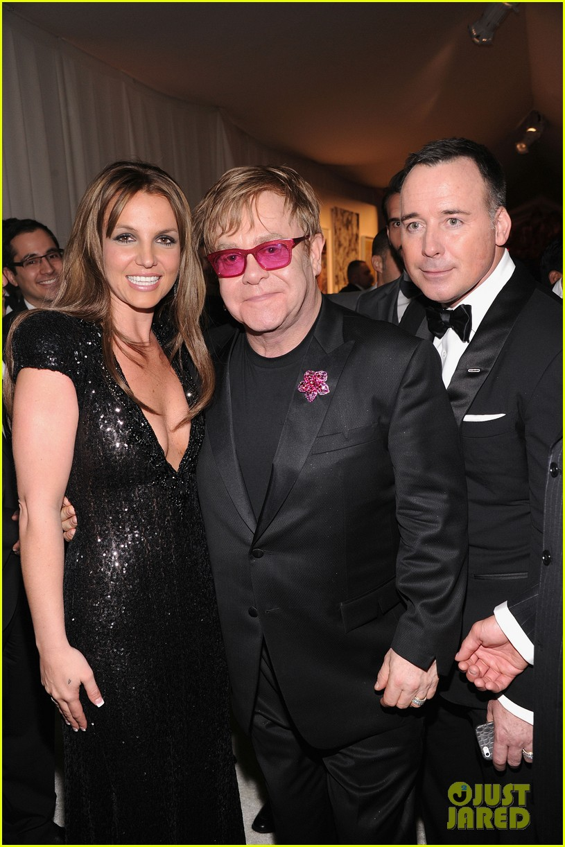 britney spears brown hair at elton john oscars party 2013 08
