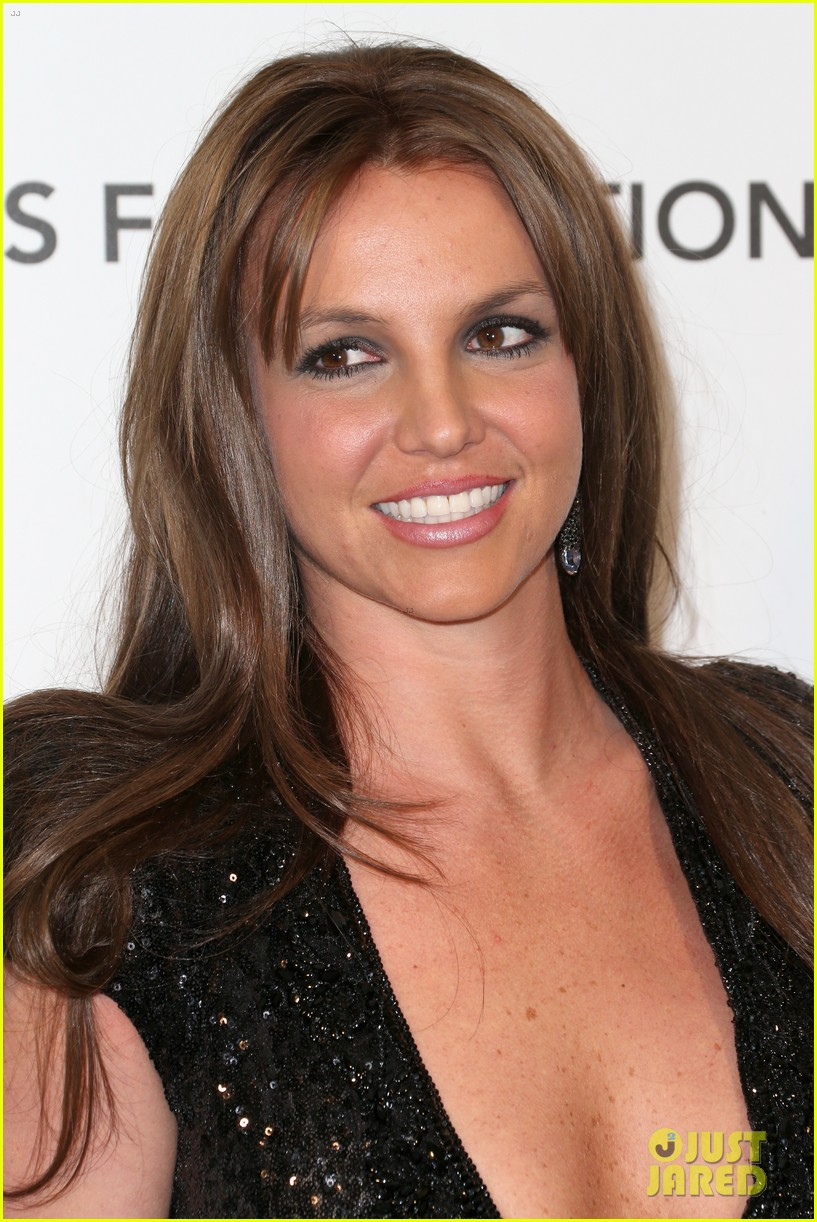 britney spears brown hair at elton john oscars party 2013 19