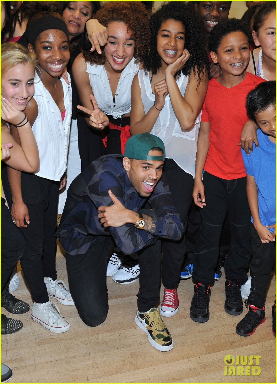 chris brown pre grammys dance academy visit 052808305