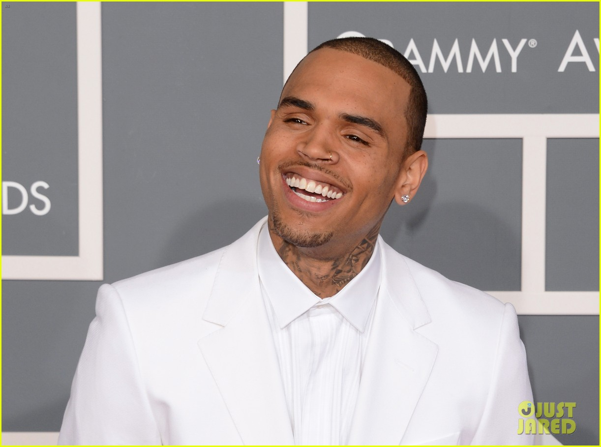 chris brown grammys 2013 red carpet 11