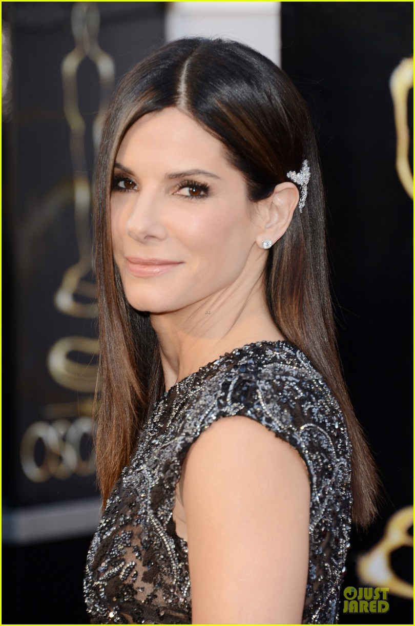 sandra bullock oscars 2013 red carpet 022819226