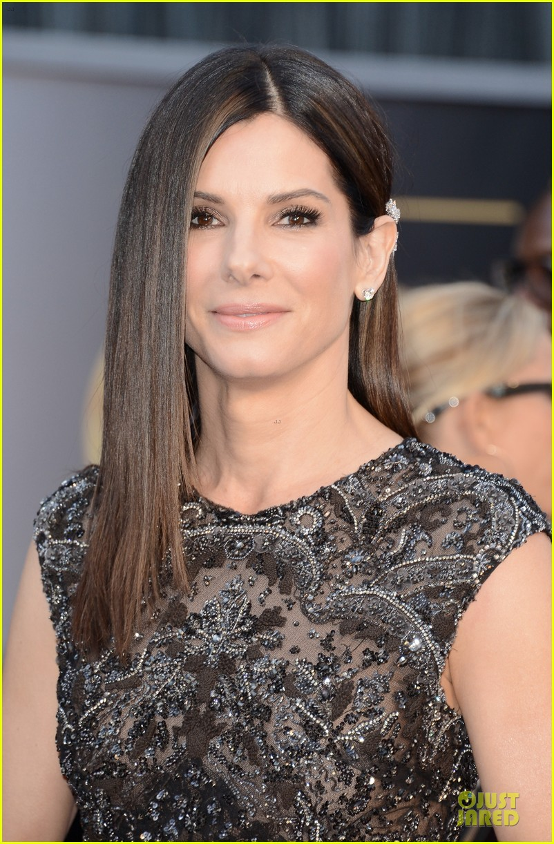 sandra bullock oscars 2013 red carpet 062819230