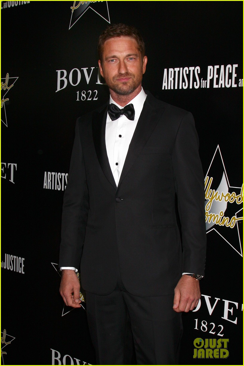 gerard butler hollywood domino pre oscar gala 04