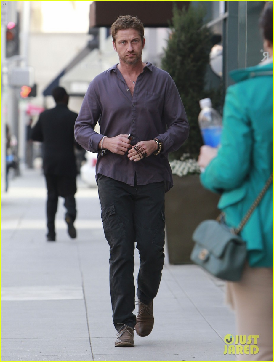 gerard butler medical building visit 01