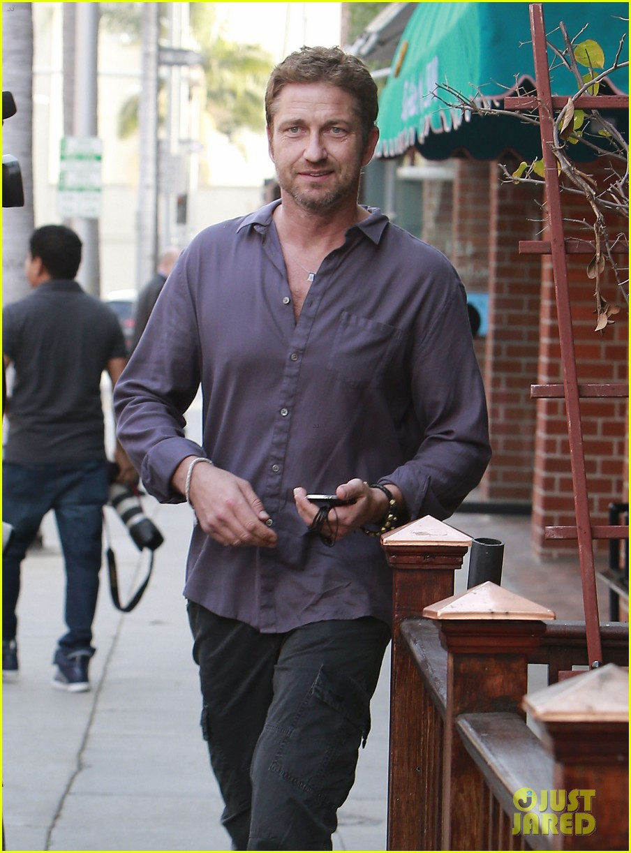 gerard butler medical building visit 02