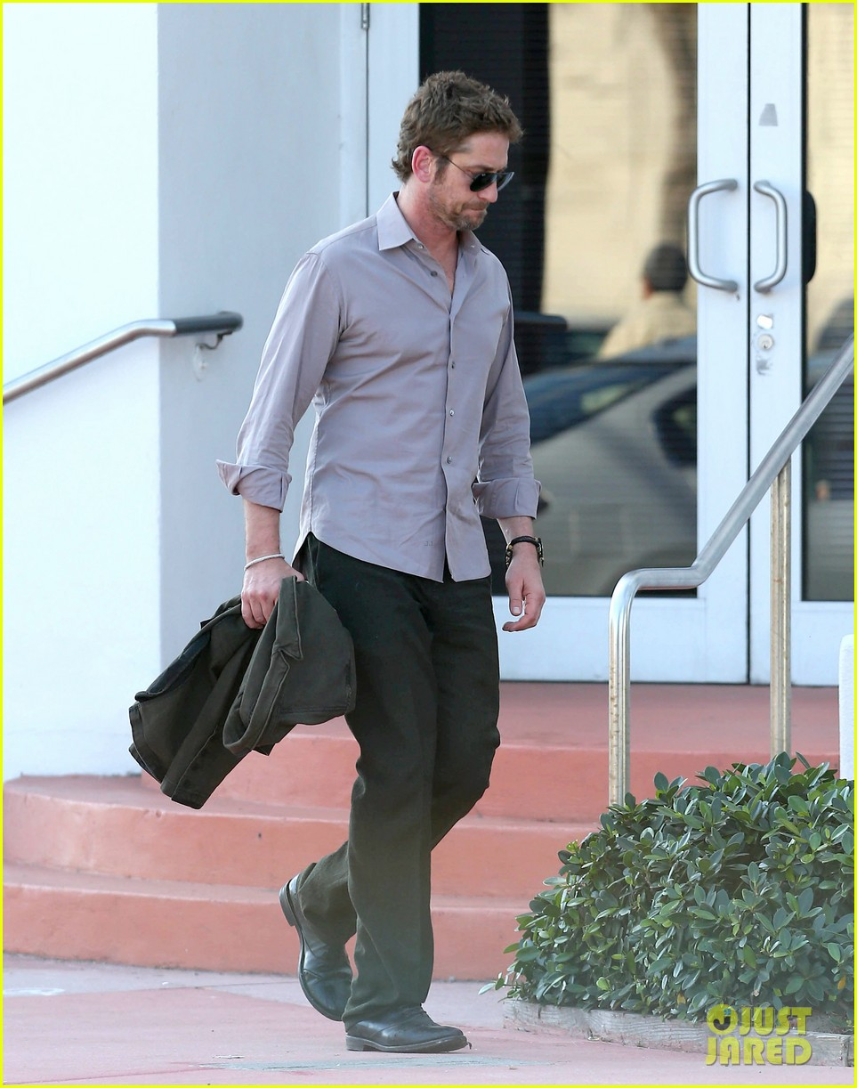 gerard butler good morning miami 032805353