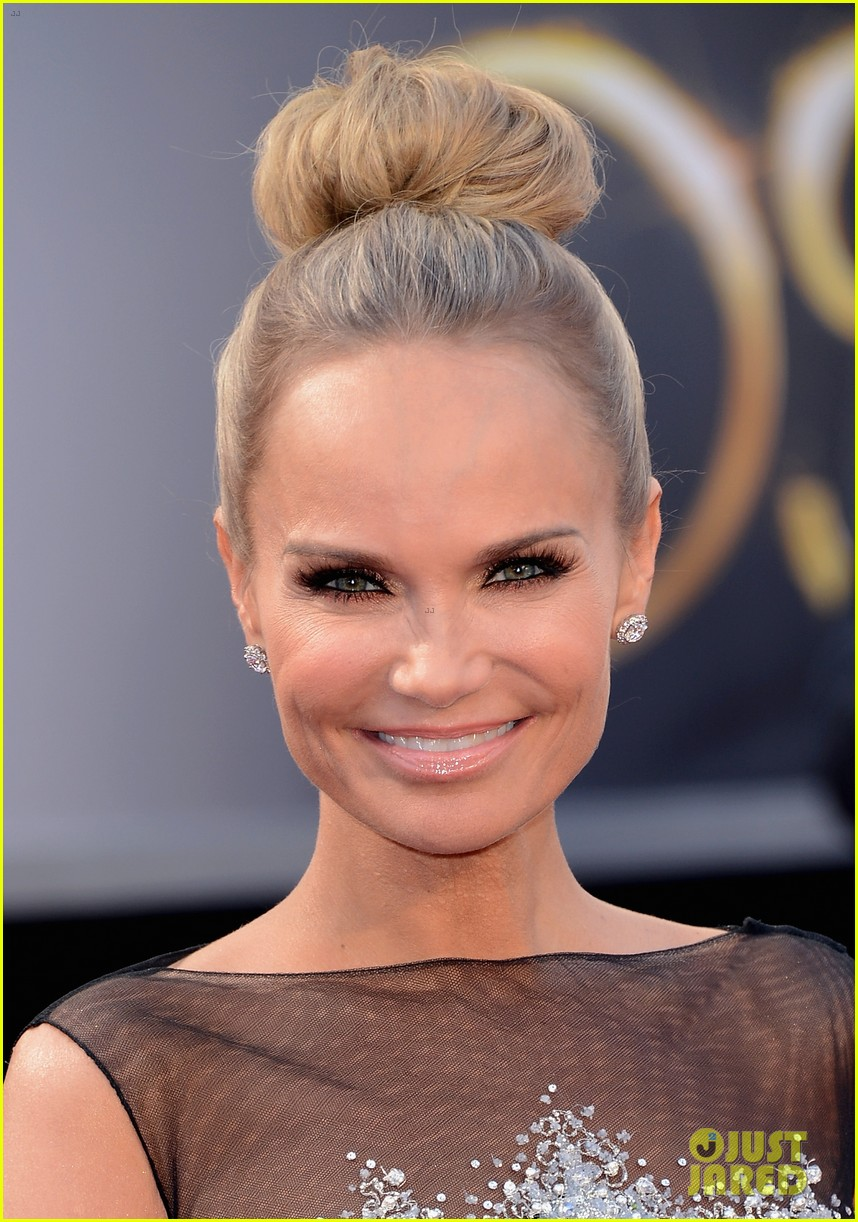 kristin chenoweth oscars 2013 red carpet 042818833