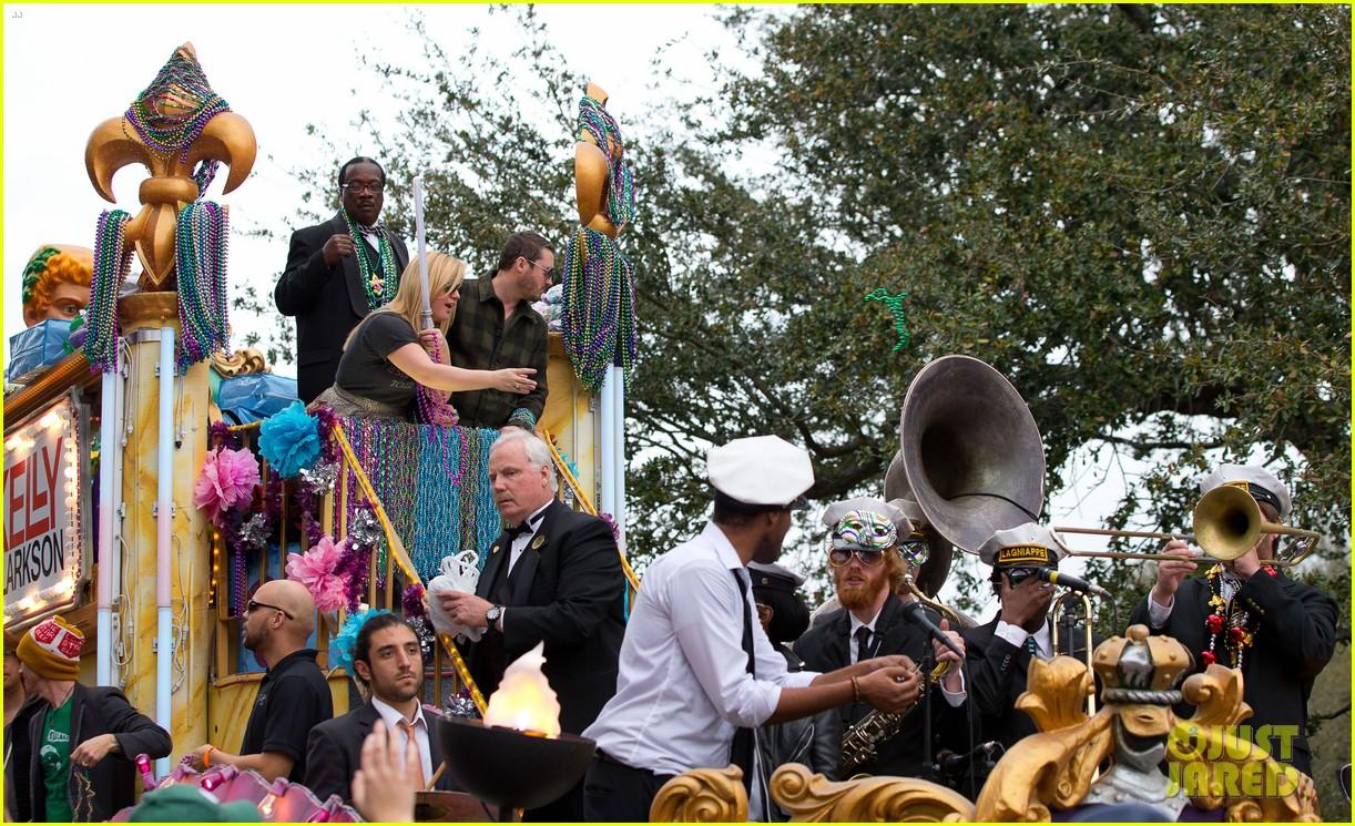 kelly clarkson mardi gras parade with brandon blackstock 132808463