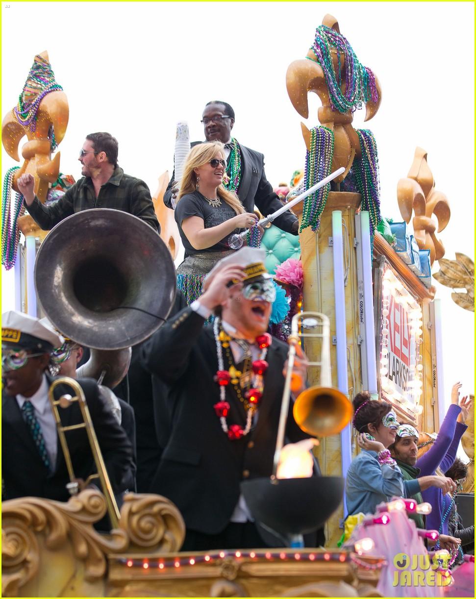 kelly clarkson mardi gras parade with brandon blackstock 172808467