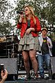kelly clarkson mardi gras parade with brandon blackstock 01