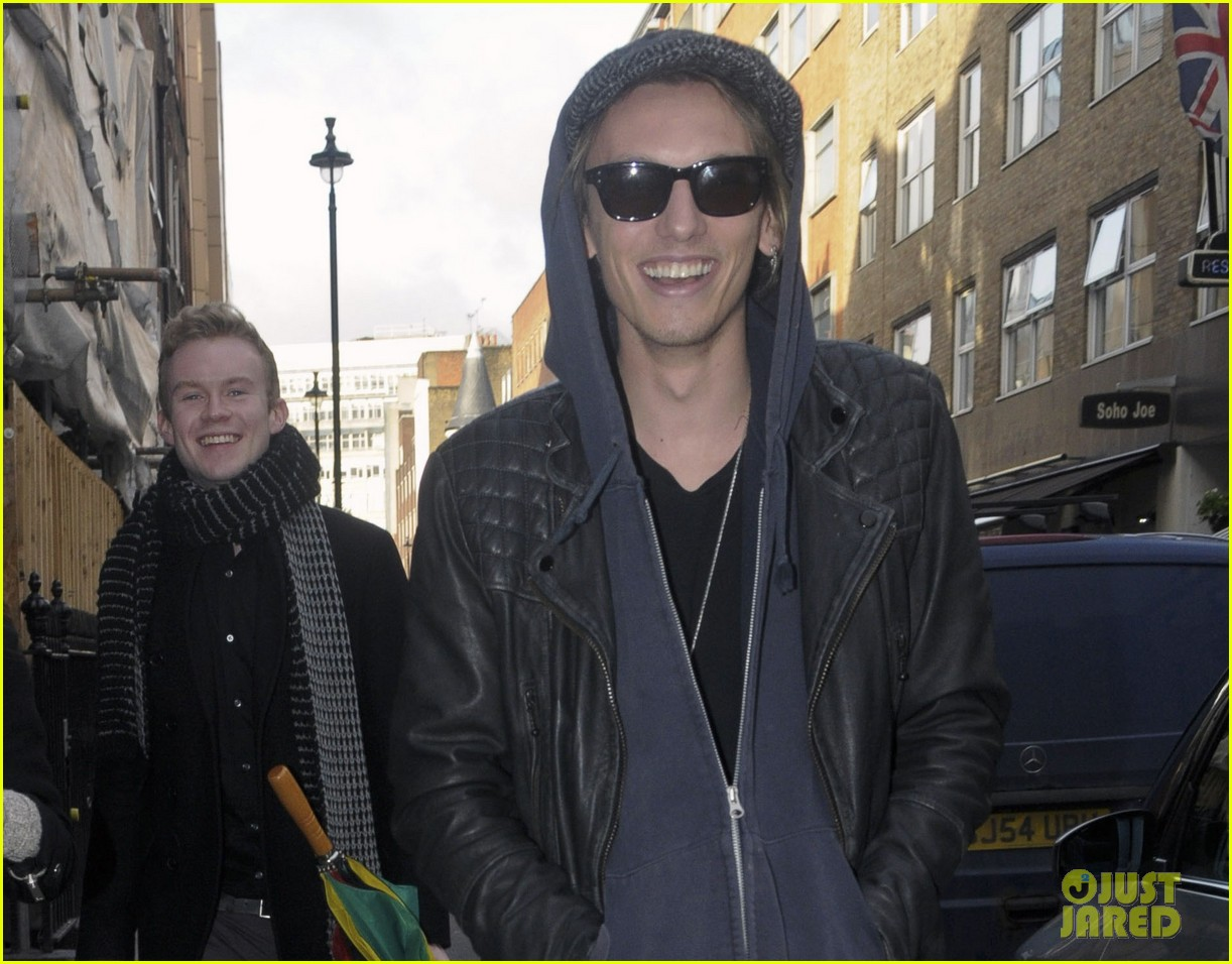 lily collins jamie campbell bower london lovebirds 022806661