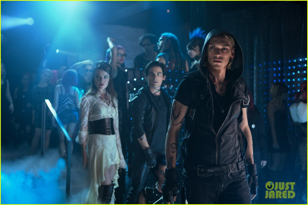 lily collins jamie campbell bower mortal instruments still exclusive 012811705