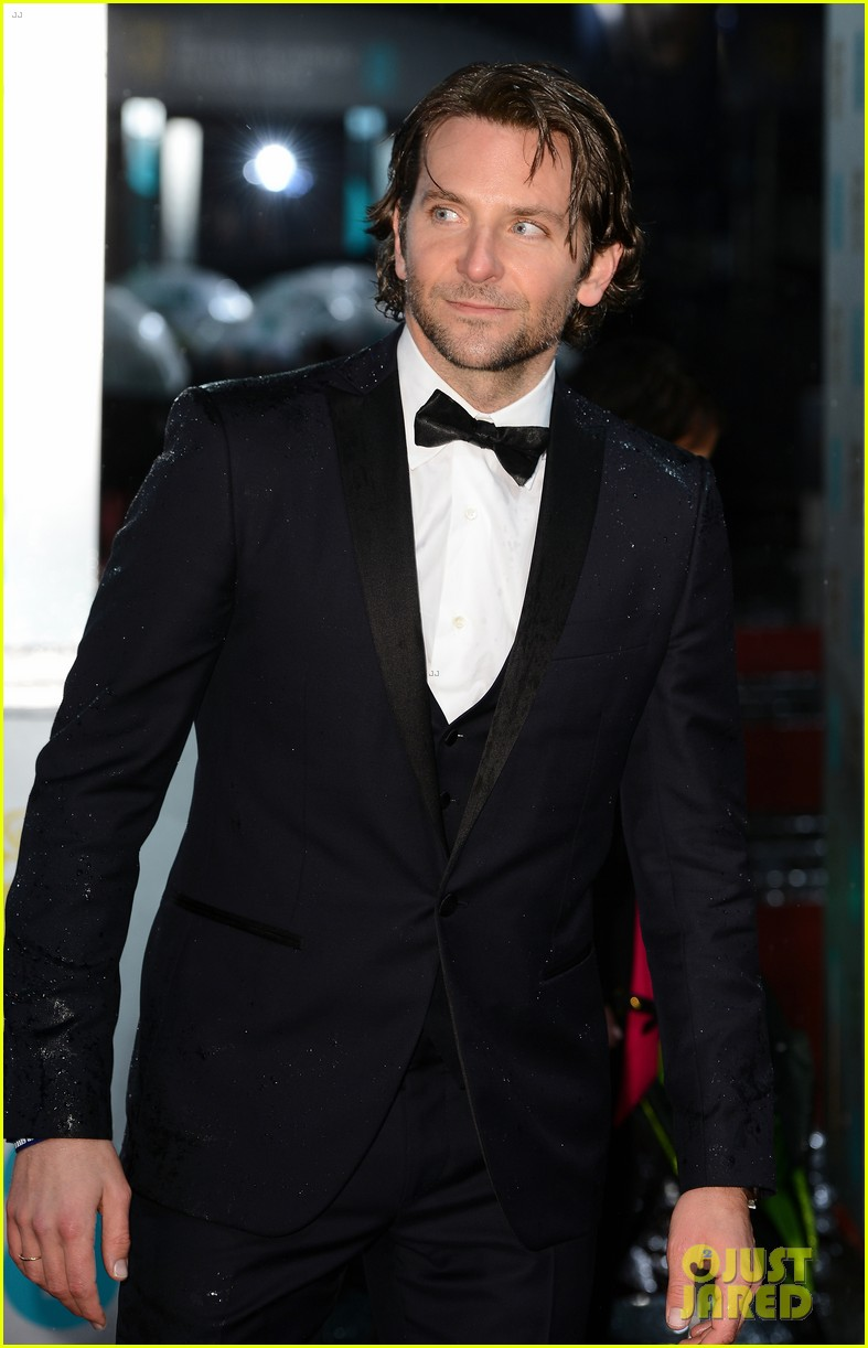bradley cooper baftas 2013 red carpet 032808944