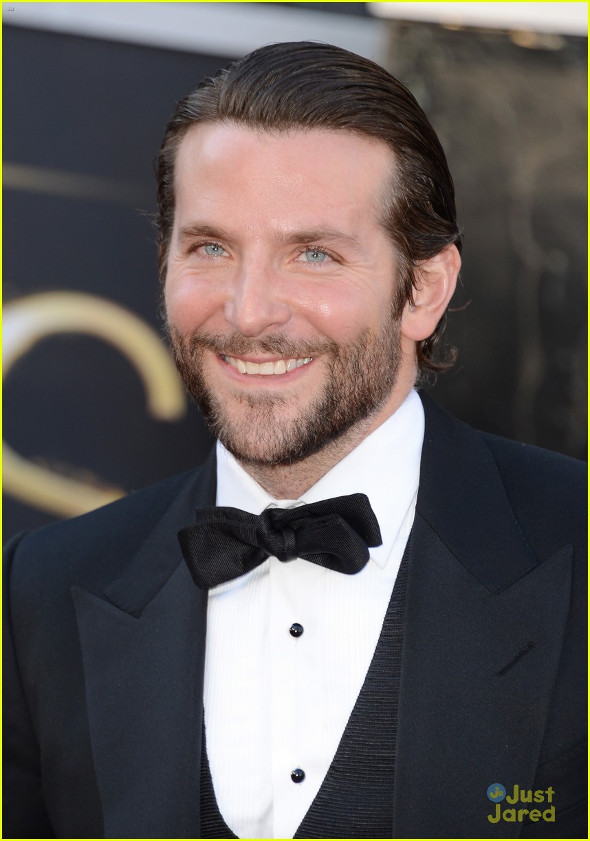 bradley cooper oscars 2013 red carpet 052819567